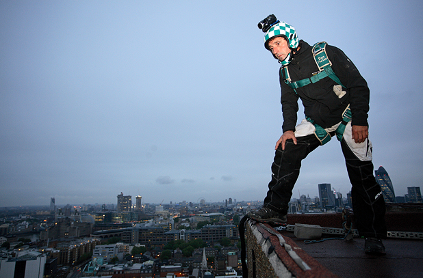 The Men Who Jump off Buildings - Base jumping