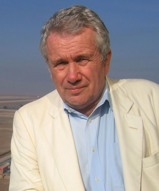War correspondent Martin Bell to give Oliver Stone another chance