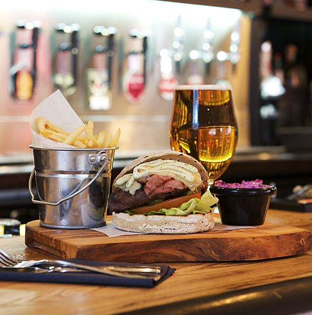 Bruadar presents well-stocked beer & burger options to Glasgow's West End