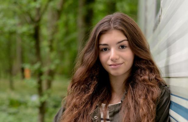 Mimi Keene as Cindy Junior