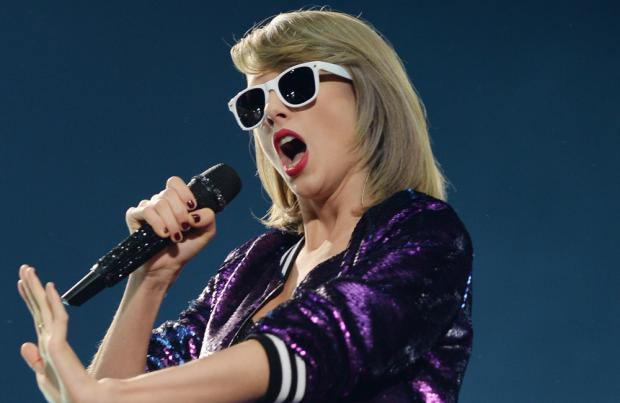 Taylor Swift Will Perform At This Year's B96 Jingle Bash In Rosemont