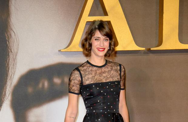 Lizzy Caplan In Talks For Female Lead In 'Gambit'
